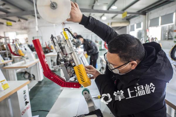 援助隔离服生产厂家,温岭市欧鹰机械有限公司紧急开工!(图1)